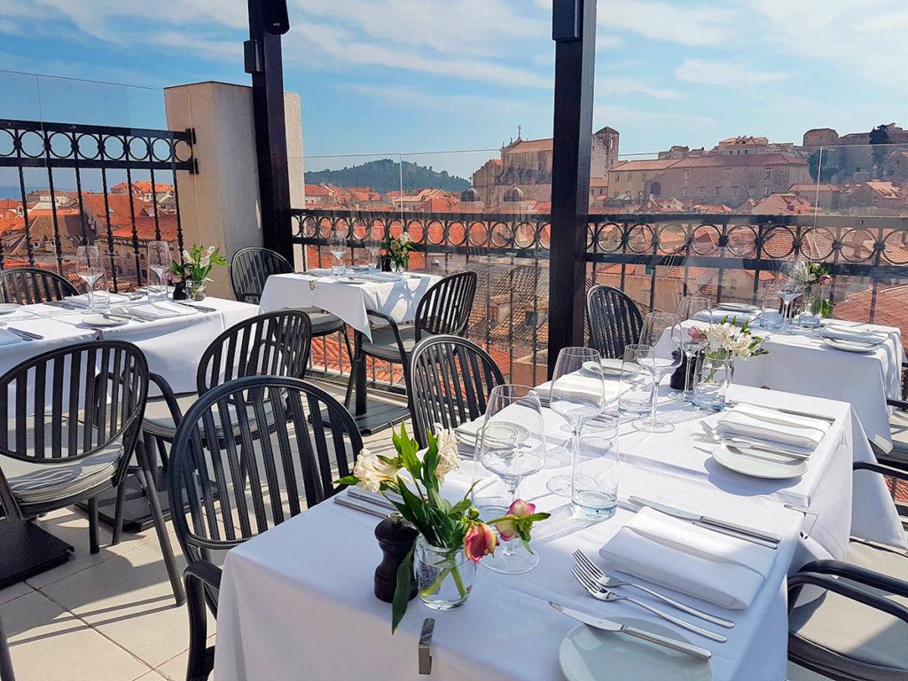 Restauracja Above 5 Rooftop Restaurant